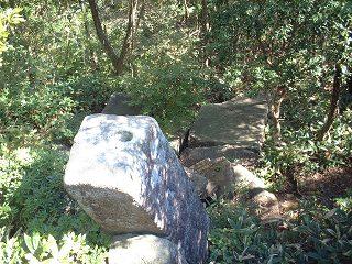 神??岩を上から見る
