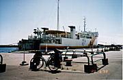 瀬棚港 フェリー埠頦quot; /></p> <p>着いたらちょうど奥尻島行きのフェリーに乗船可能な時間だった。<br /> 全く期待はして居なかったが、この際だからパスする手は無い。中止は中止、奥尻島に行く事にする。</p> <h4>御影石海岸</h4> <p><img src=